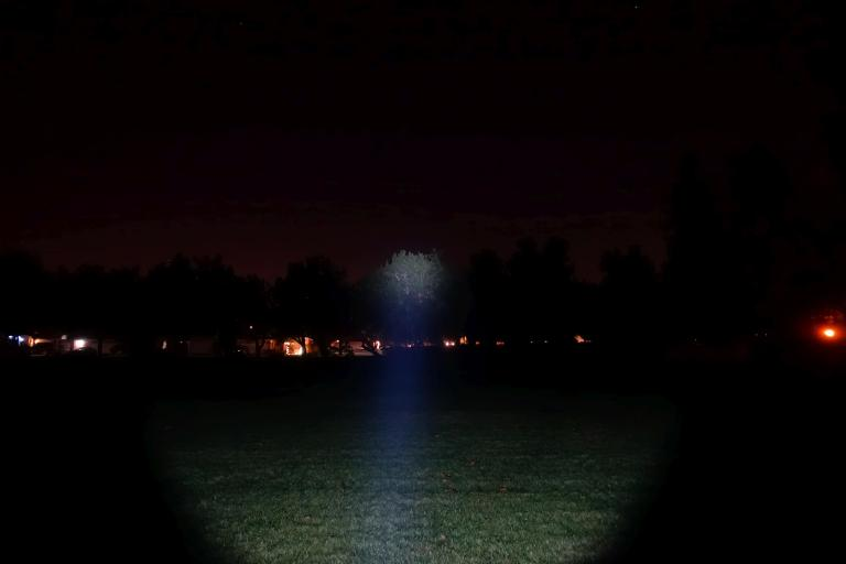 nitecore-r40-flashlight-civilgear-016