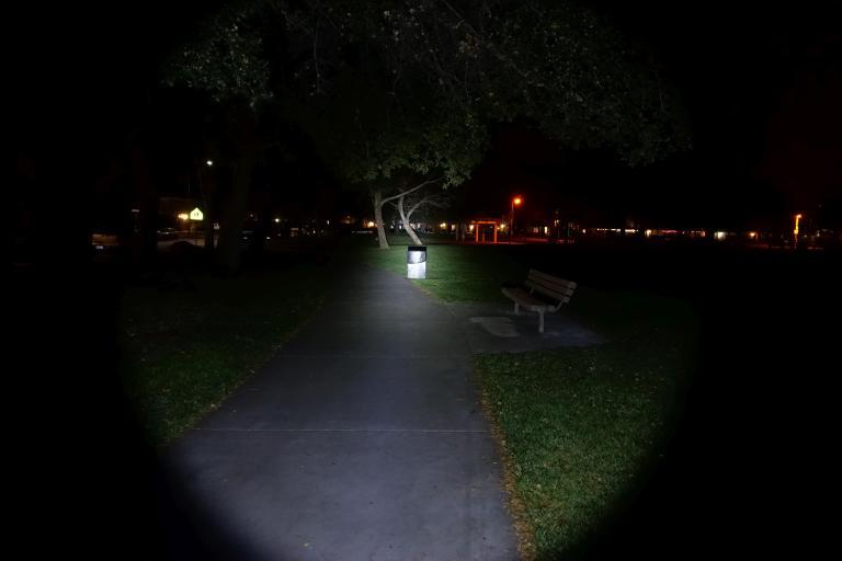 nitecore-r40-flashlight-civilgear-020