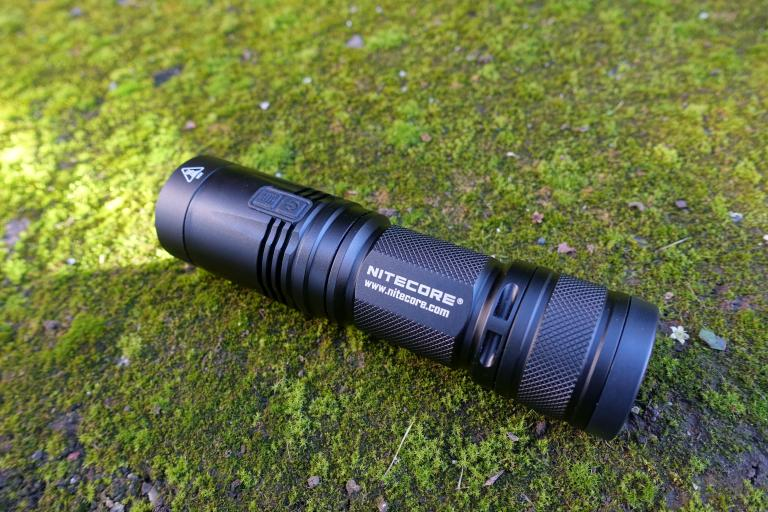 nitecore-r40-flashlight-civilgear-028