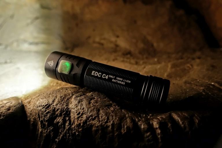 FOLOMOV EDC-C4 Flashlight Review CivilGear 001