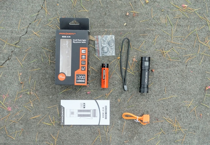FOLOMOV EDC-C4 Flashlight Review CivilGear 002